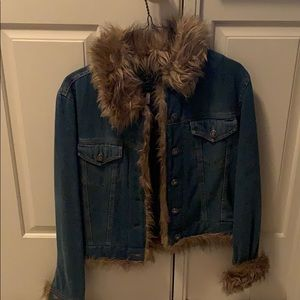 Jean jacket with fur trim small